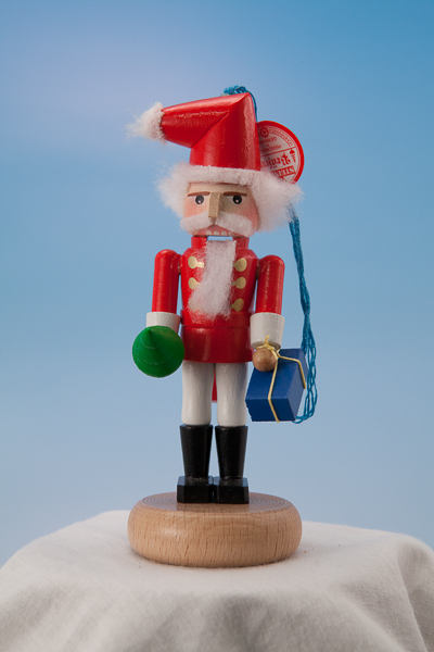 s4000c Santa -- Mini Nutcracker Ornament